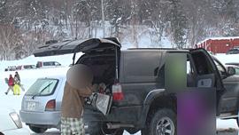 スキー用ウェアに着替える対象者